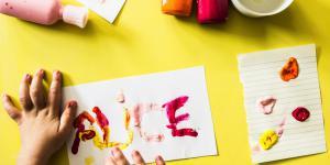 Scriem și pictăm cu degetele