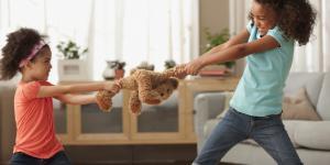 De ce copiii mei nu pot fi prieteni?